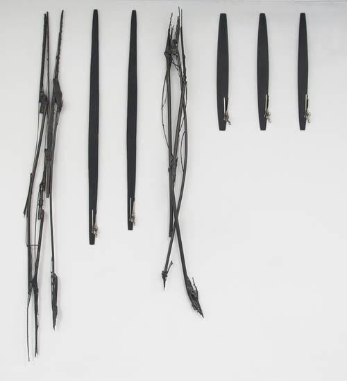 Code barre (1995) Acier, bois et ouvres-boîtes 220 x 180 x 10cm.