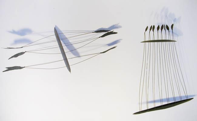 Les vaisseaux suspendus (2003) Acier et bois 220 x 110 x 50cm.